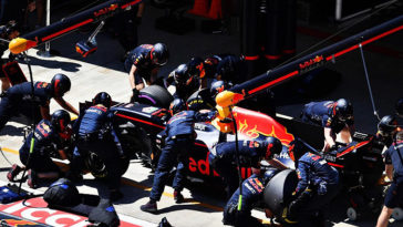 Red-Bull-pit-stop-758