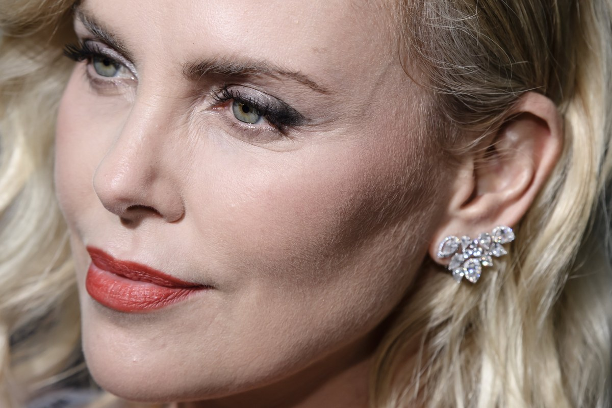 epa06093475 South African actress and cast member Charlize Theron attends the film premiere of 'Atomic Blonde' at the Theater am Potsdamer Platz in Berlin, Germany, 17 July 2017. The movie opens across German theaters on 24 August. EPA/CLEMENS BILAN