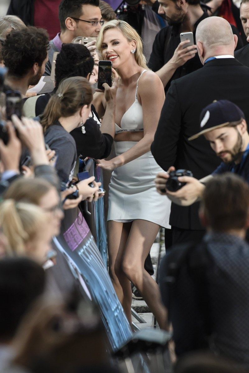 epa06093338 South African actress and cast member Charlize Theron (C) takes selfies with fans during the film premiere of 'Atomic Blonde' at the Theater am Potsdamer Platz in Berlin, Germany, 17 July 2017. The movie opens across German theaters on 24 August. EPA/CLEMENS BILAN