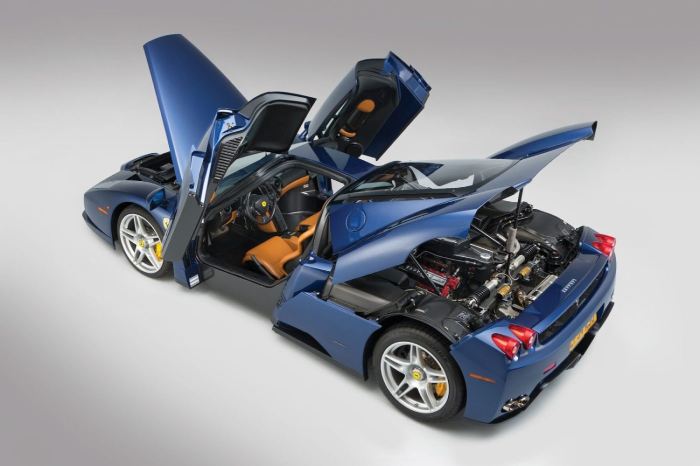 Blue-Ferrari-Enzo-in-auction-11