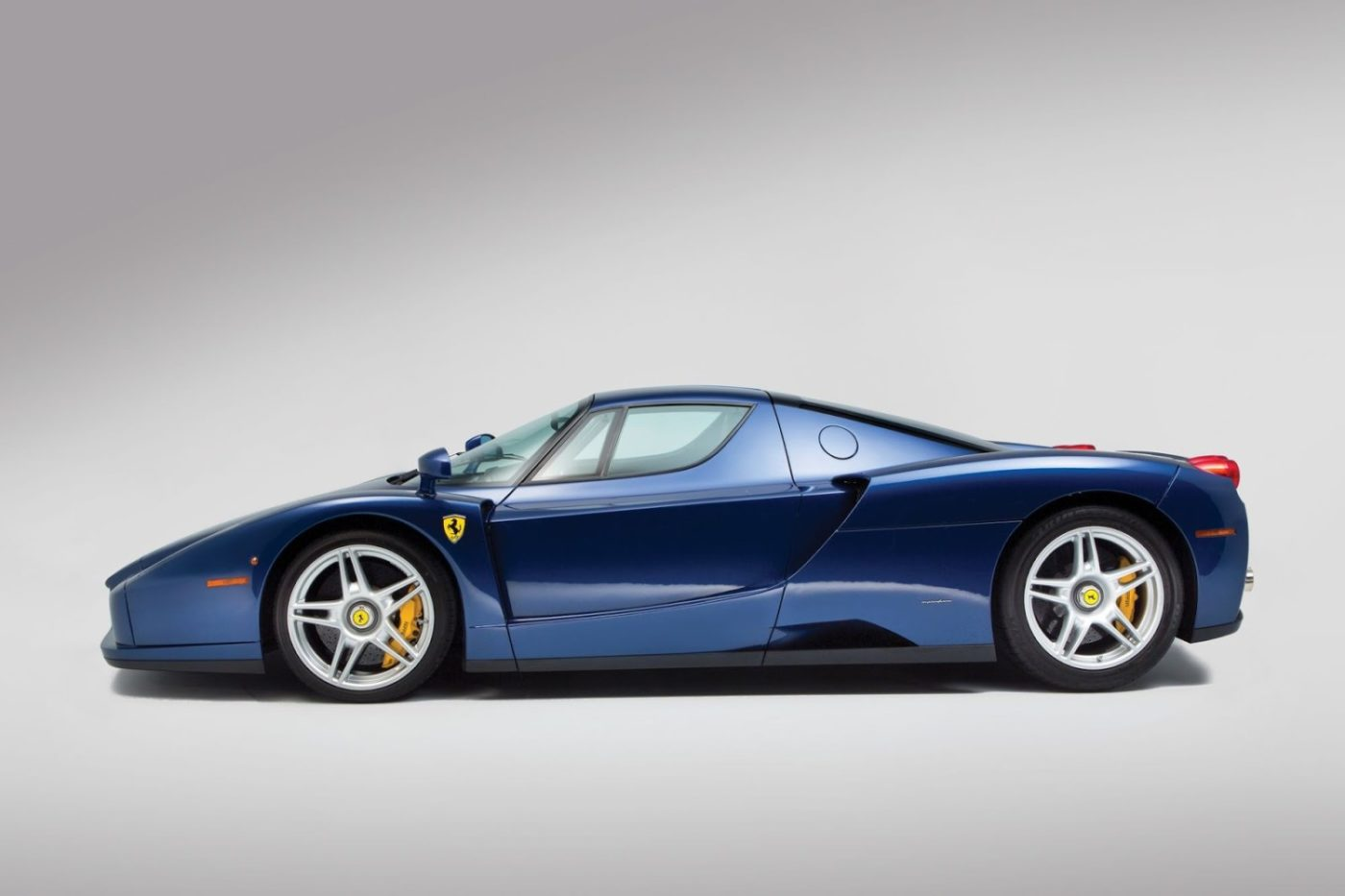 Blue-Ferrari-Enzo-in-auction-8